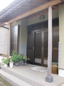 函南町 T様邸 玄関木部・ガレージ塗装